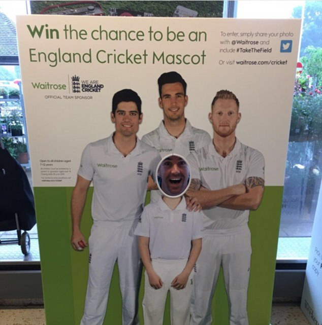 photo cutout board, peep board, standee, pietersen, cricket
