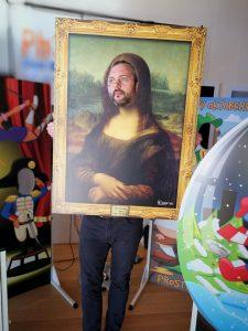 Mona Lisa selfie frame
