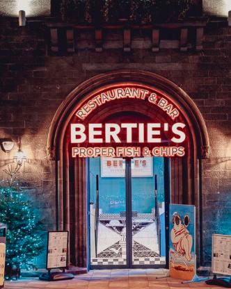 Bertie's Fish and Chips - Edinburgh - Thin Tim and Big Bertha seaside photo cutout